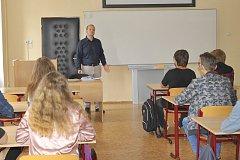 Jaroslav Charvát poprvé předstoupil před žáky své třídy.