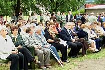 Publikum sleduje slavnostní progra.