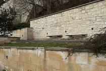 Zdi na Kopanici už jsou zase čisté, nápisy zmizely