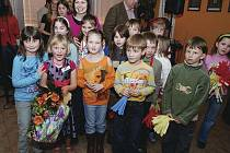 """Pěvecká soutěž  o """"Zlatý hlásek""""  pro děti z prvního  stupně ZŠ v Třemošnici."""