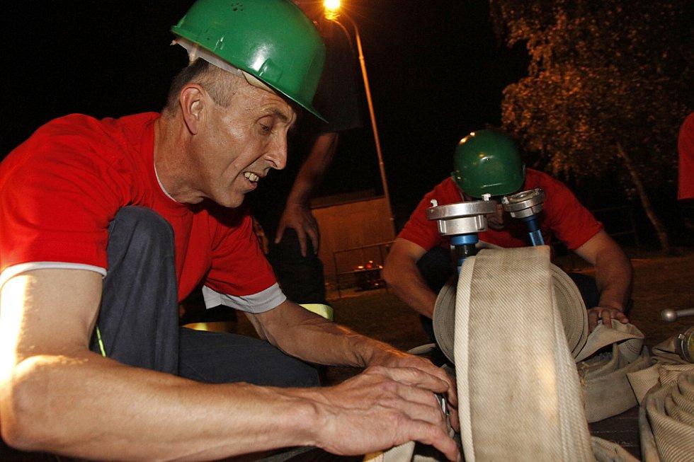 Noční hasičské závody v Kladně u Hlinska.