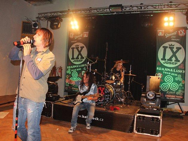 """V rámci koncertu """"Rockový dvoják"""" vystoupili ve Stanu u Hlinska skupiny KEKS a Josef IX."""