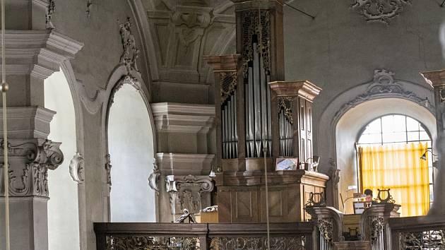 Varhany v děkanském kostele svatého Bartoloměje v Heřmanově Městci