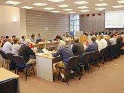 Volby rozhodnou o tom, kdo napříště obsadí místa zastupitelů v jednací síni chrudimského městského úřadu.