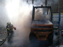 Požár vysokozdvižného vozíku.
