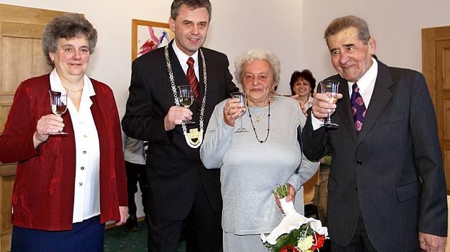 Manželé Soukalovi oslavili diamantovou svatbu,