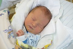 JAKUB HÝSEK (3,07 kg a 49 cm). Kateřina a Jan Hýskovi z Chrudimi se 7.12. v 16:08 stali poprvé rodiči.