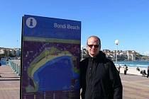 Roman Málek na jedné z australských pláží.