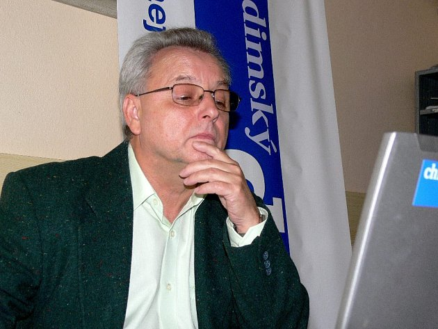 Ředitel chrudimské nemocnice Vojtěch Němeček při online rozhovoru v redakci Chrudimského deníku.