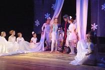Dětský muzikál Sněhová královna předvedly děti z dramatického kroužku ZUŠ Chrudim.