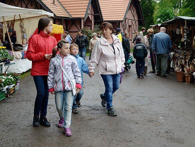 V prostředí slatiňanského zámeckého parku se uskutečnilo celodenní Slatiňanské pozastavení.