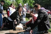 V Michalském parku v Chrudimi závodily hlídky mladých zdravotníků.