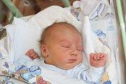 TOBIÁŠ CHVOJKA (3,5 kg a 49 cm) je druhým synem v rodině Moniky a Pavla z Nasavrk. Čeká na něj bratr Sebastian, kterému je 3,5 roku.