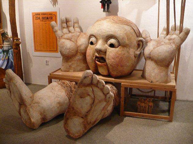 Muzeum loutkářských kultur v Chrudimi hostí výstavu loutek ze sbírek Naivního divadla Liberec  a Stínové divadlo.