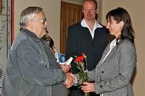 Dobrovolní dárci krve si převzali stříbrné medaile profesora Jana Janského za čtyřicet bezplatných odběrů krve.