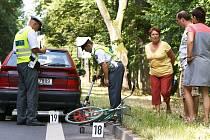 Nehoda u Heřmanova Městce na Chrudimsku: Žena vedoucí jízdní kolo podél silnice náhle vstoupila přímo do jízdní dráhy Škodě Felicii. Ze srážky vyvázla s těžkým zraněním. Byla převezena do nemocnice v Chrudimi.