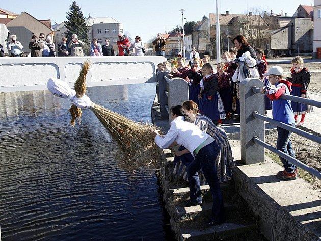 V rámci jarních prázdnin dojde i na tradiční zvyk  vynášení Mařeny.