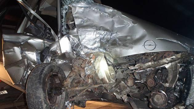 Hasiči z Chrudimi zasahovali 9. listopadu v 16.43 hodin u dopravní nehody na silnici mezi Chrudimí a Kočím. Jednalo se o střet osobního vozu a dodávky.