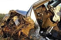 Audi skončilo v poli mezi Přestavlky a Hrochovým Týncem.