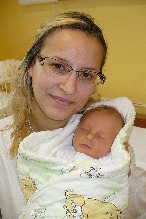 ADAM STODOLA. Jana a Petr Stodolovi z Chrasti zvládli společnou premiéru na porodním sále 15. února v 15:28 výborně. Odměnou jim byl syn s mírami 3,28 kilogramu a 48 centimetrů.