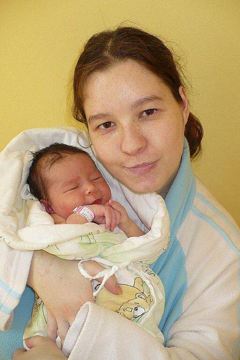 KATEŘINA ŽILÍKOVÁ bude doma v Chrudimi s rodiči Michaelou a Tomášem, kterým se narodila 17. února ve 12:53. Její porodní váha byla 3,5 kilogramu, k tomu přidala 49 centimetrů váhy. Tatínek u porodu nechyběl.