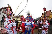 Tradiční maškara neboli vostatky se v režii místních hasičů odehrály v sobotu ve Vortové u Hlinska.