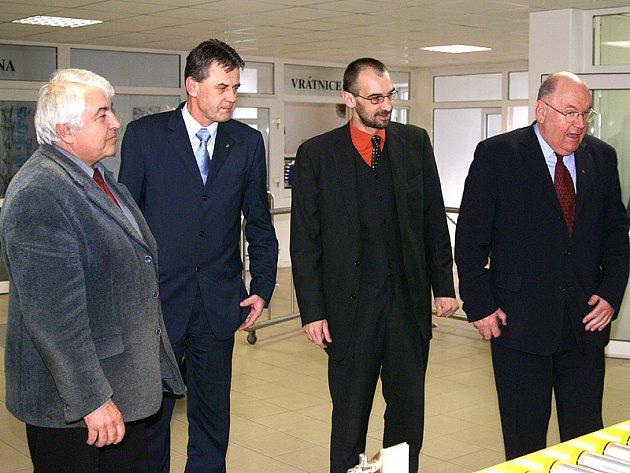 Senátor za Pardubický kraj Jiří Stříteský (zcela vpravo) při návštěvě Chrudimě.
