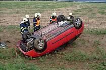 Automobil Ford Focus skončil po nehodě u Bylan převrácený na střeše. Jeho řidič vyvázl bez zranění.