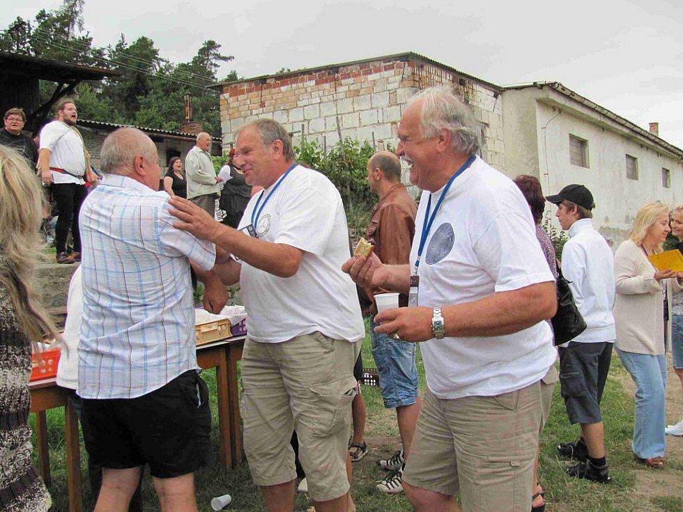 Nablýskané mercedesy si daly sraz na Seči v srpnu 2011.