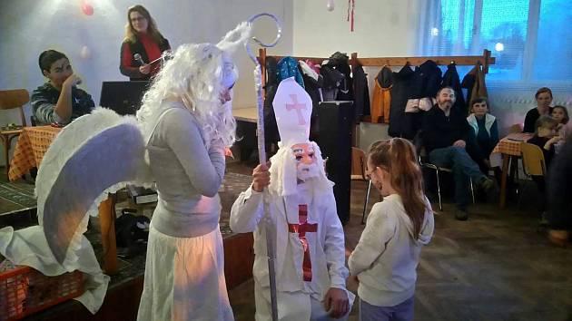 Mikuláš ve Žďárci u Seče rozdal 34 balíčků pro děti.