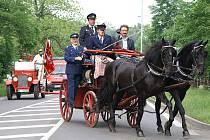 Slavnostní průjezd hasičské techniky Heřmanovým Městcem.