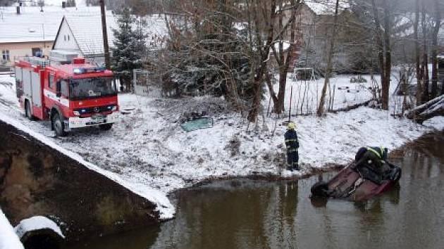 Hasiči zasahovali na místě nehody v Trhové Kamenici.