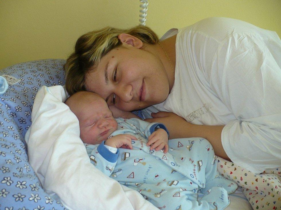 VLASTIMIL KOUDELA se narodil mamince Michale a tatínkovi Vlastimilovi z Pardubic v úterý 9. září ve 23 hodin. Při narození prvorozeného hošíka byl tatínek mamince tou nejúžasnější oporou. Vlastík vážil 3,85 kg a měřil 52 cm.