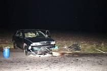 Dvaačtyřicetiletý řidič osobního vozu Škoda Octavia zřejmě nepřizpůsobil rychlost jízdy a na rovném úseku v mírném stoupání dostal smyk. S vozidlem vyjel mimo komunikaci a narazil do pravého příkopu.
