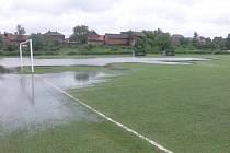 Ve středu 26. června 2013 byla část hřiště v Rosicích u Chrasti pod vodou.