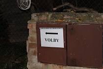 Cesta k volební urně ve Vestci byla dobře značená.