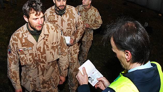 Příslušníci 43. výsadkového mechanizovaného praporu z Chrudimi. se vrátili z Afghanistanu domů.