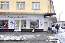 Prodejny v chrudimské ulici Čs. partyzánů.