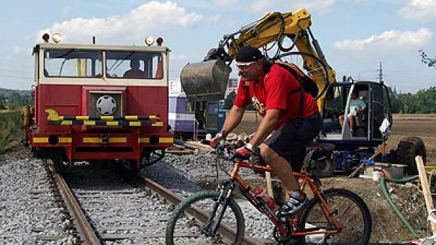 Ňově zrekonstruovaný železniční přejezd v městské části Píštovy.