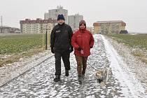 Pohodlná cesta svádí v procházkám i za mrazivého počasí.