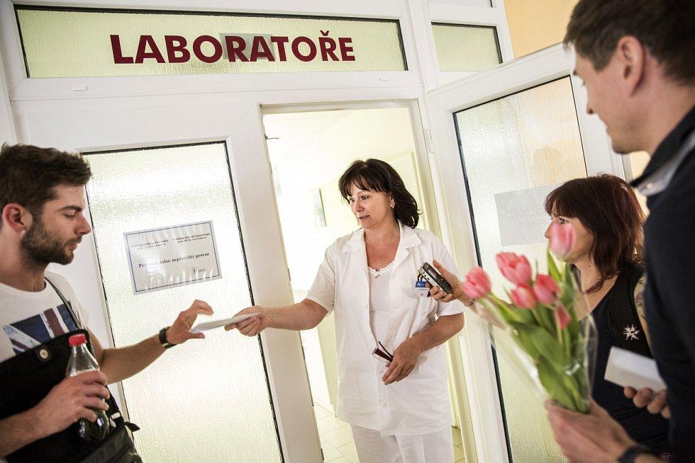 Chrudimská nemocnice na první máj připravila speciální nabídku pro zamilované páry - testování na infekci virem HIV