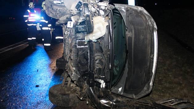 V pátek 1. dubna 2011 krátce před třetí hodinou ranní jednadvacetiletý řidič peugeotu nezvládl zatáčku a na bok do příkopu. Dechová zkouška odhalila v jeho krvi alkohol.