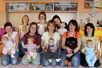 Řada maminek se svými malými ratolestmi si nenechala ujít včerejší Cvičení M+M s Adélou v objektu chrudimské mateřské školky