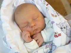 TEREZKA KUČEROVÁ. Z prvorozené dcery se radují Marie a Lubomír z Chrudimi. Narodila se 4.11. v 9:17 s váhou 3,7 kg a mírou 49 cm.