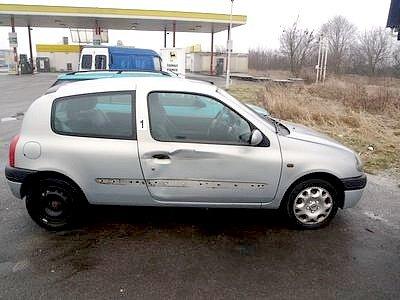 Havarovaný Renault Clio z 13. března 2013.
