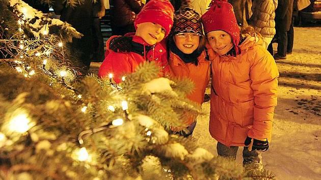 Z rozsvěcení vánočního stromu na Resselově náměstí v Chrudimi.