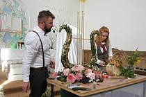 V evangelickém kostelese prolnuly hudba a květiny