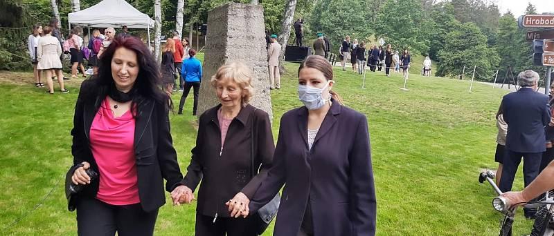 Pietní akt k 78. výročí vyhlazení osady Ležáky na Chrudimsku se letos poprvé v historii kvůli koronavirovým omezením uskutečnil v komorní atmosféře, bez pozvání veřejnosti.