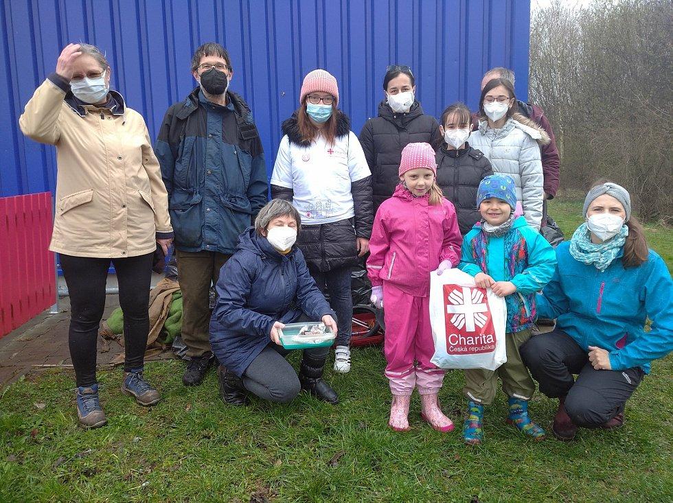 Dobrovolníci nasbírali šestnáct pytlů odpadků. Foto: Ivana Blehová