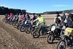 Příznivci malých motocyků si dali sraz na tradičních závodech Fichtl Cup 2011v Prachovicích.